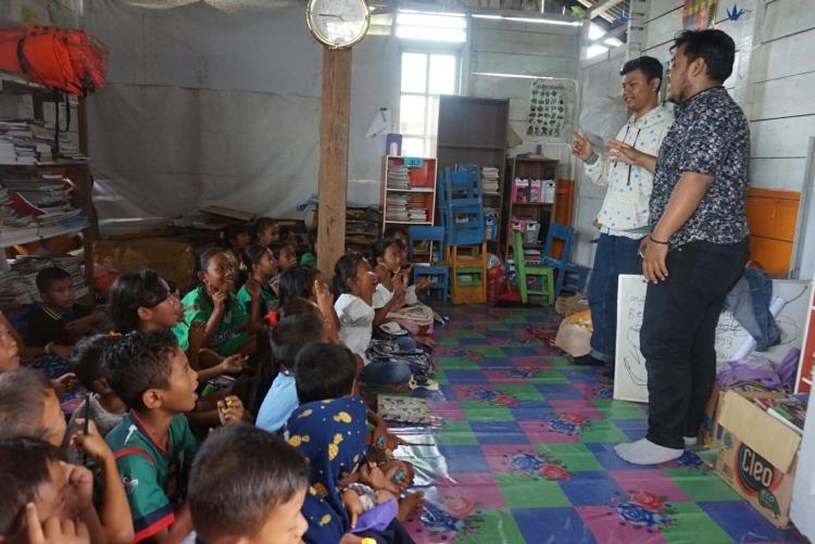 Edukasi Lingkungan pada Komar Mengajar (Sumber: Dokumen Pribadi Komunitas)