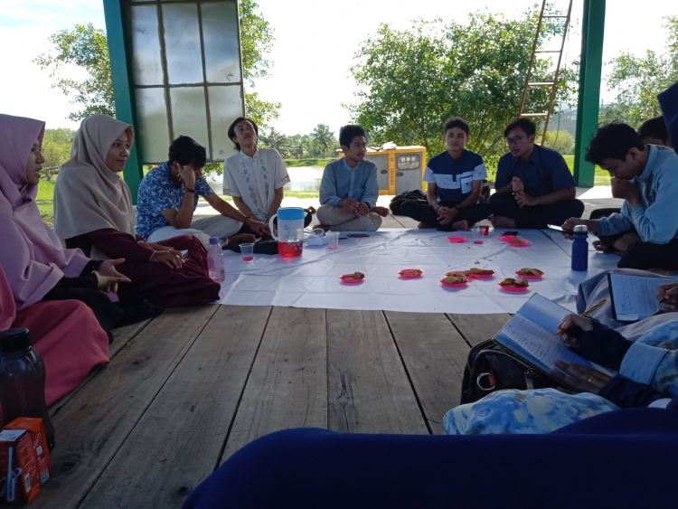 """Diskusi Keilmuan """"Public Speaking"""" Komar (Sumber: Dokumen Pribadi Komunitas)"""