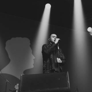 Ditemani Waldjinah, Konser Tulus di Bandung Penuh Kenangan