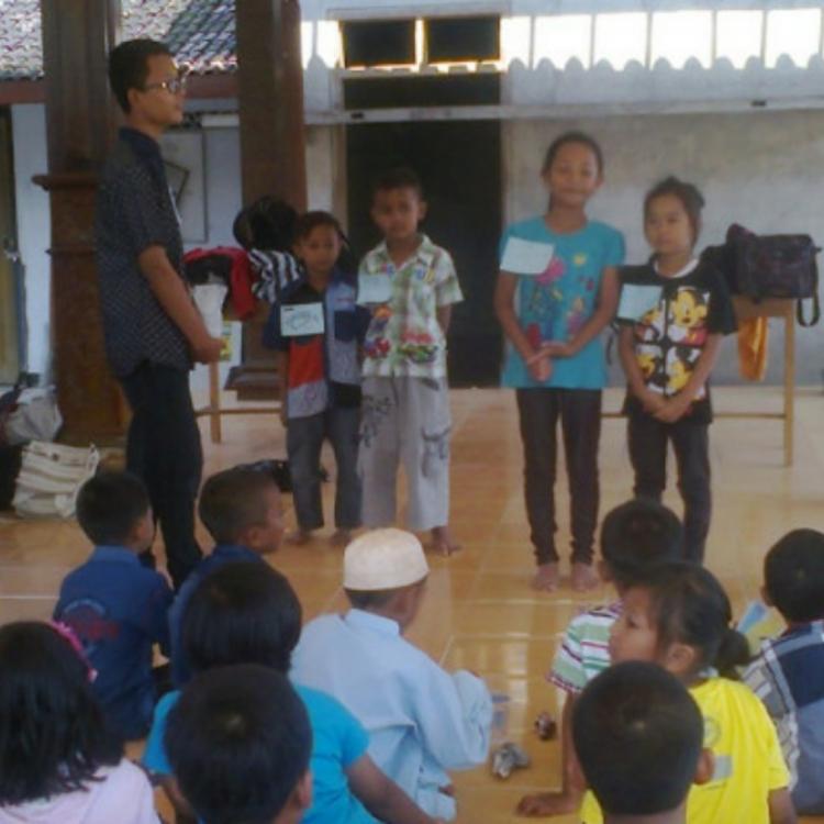 Asah Kemampuan Anak melalui Rock Balancing oleh Sukoharjo Mengajar