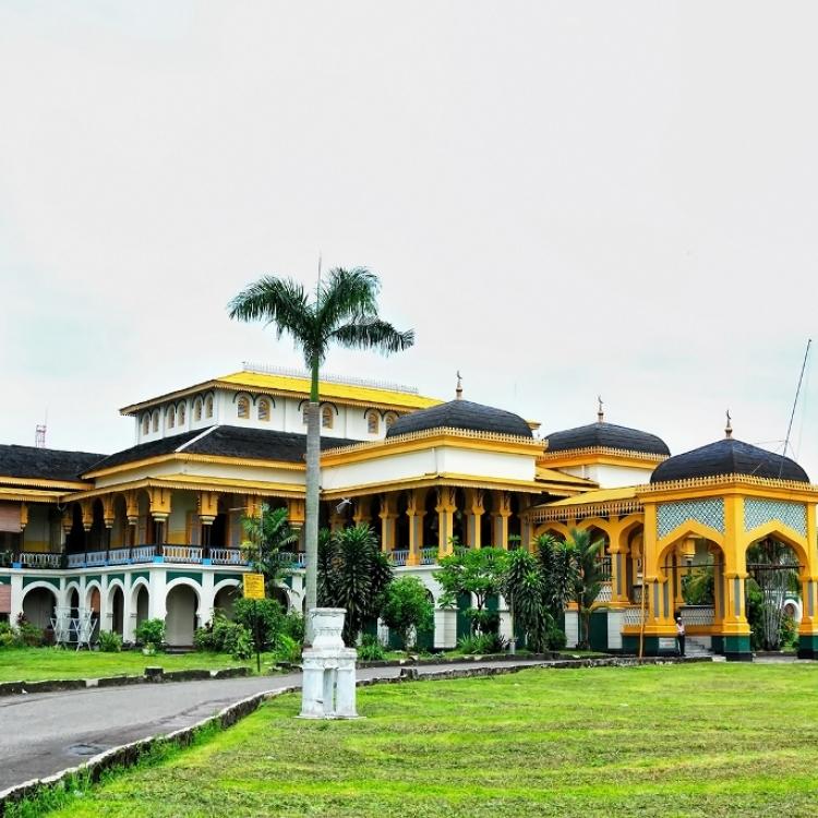 Berkunjung ke Istana Maimun, Warisan Kesultanan Melayu di Medan