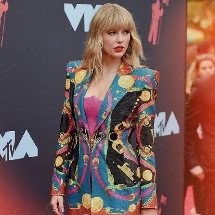 Taylor Swift Rilis Album Baru, Fans Beri Dukungan Penuh