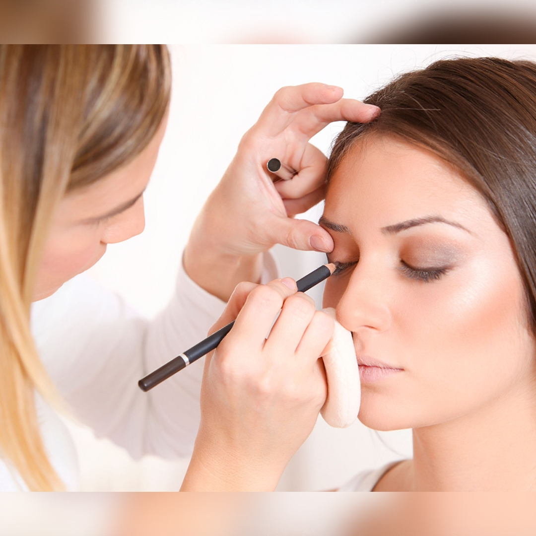 Mengenal Profesi Make Up Artist