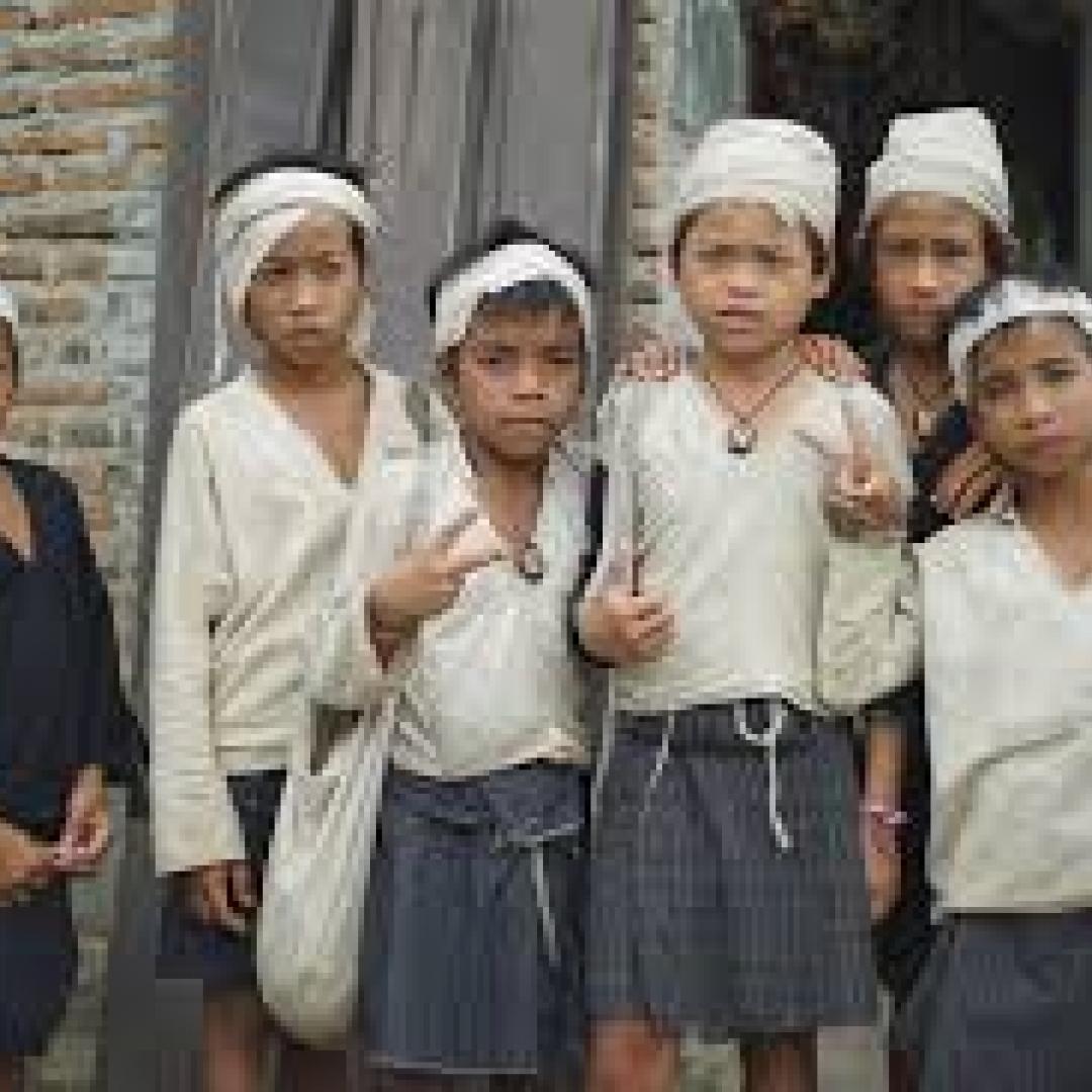 Menenun Pakaian Khas Suku Baduy, Tradisi Nenek Moyang