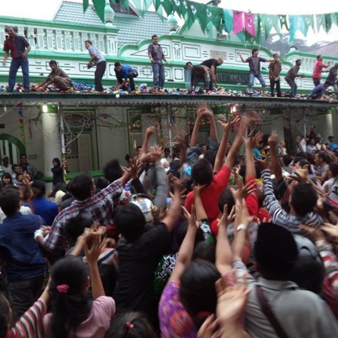 Serak Gulo, Tradisi Unik Keturunan India di Padang