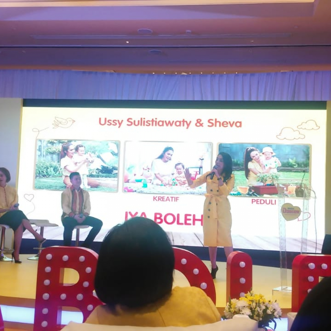 Cerita Ussy Sulistyawati Membesarkan Anak dengan 'Iya Boleh'