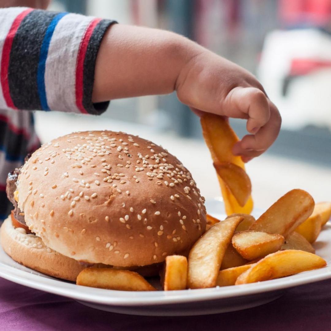 Waspada Obesitas, Anak Gemuk Belum Tentu Sehat