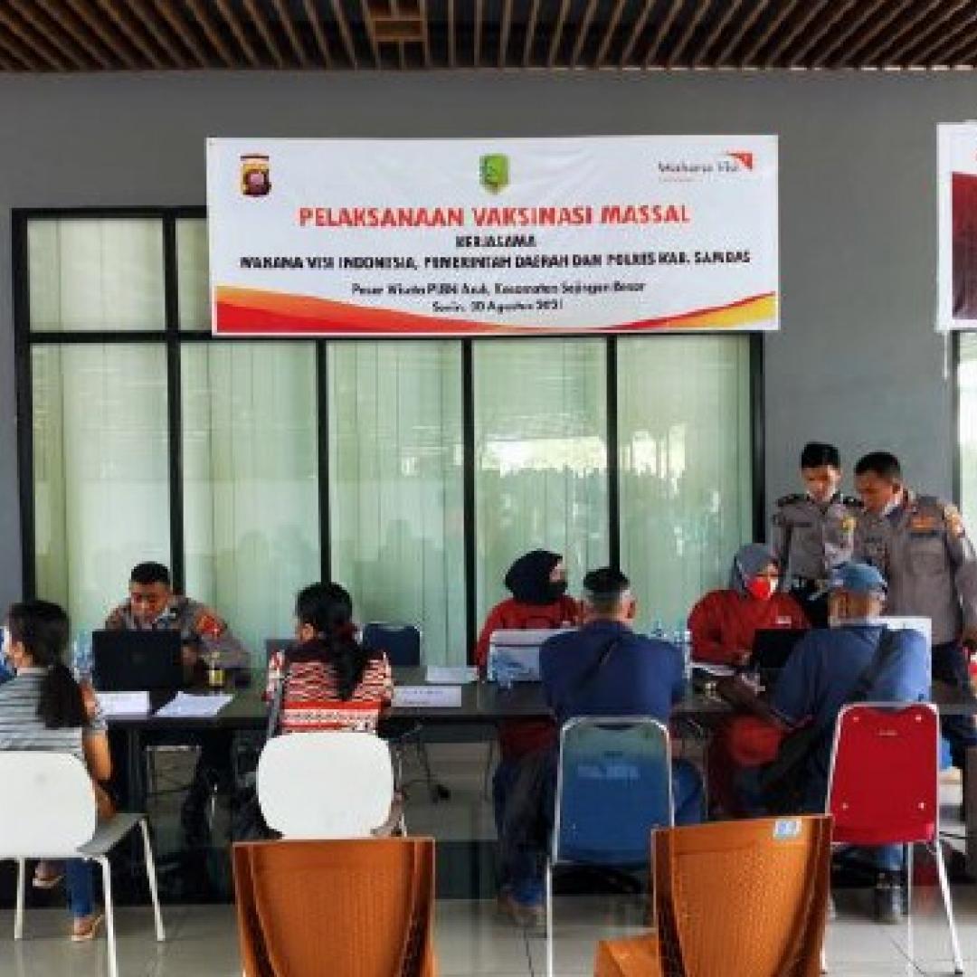 Peduli Anak Wilayah 3T dan Kelompok Rentan, Wahana Visi Indonesia Gelar Vaksinasi Massal